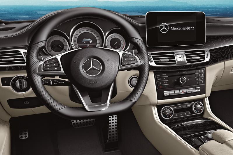 8インチ大型ディスプレイを採用する純正ナビの「COMANDシステム」は全車標準装備。オンラインのGoogleマップと内蔵地図の切り替え、Wi-Fiでのテザリング機能などに対応した