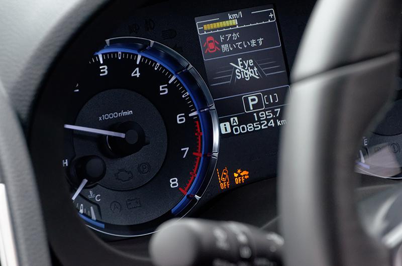 センサー異常を検知し、運転席のメーターパネルにAEBSとLDWSが2つとも機能しなくなったことを知らせる警告が表示された