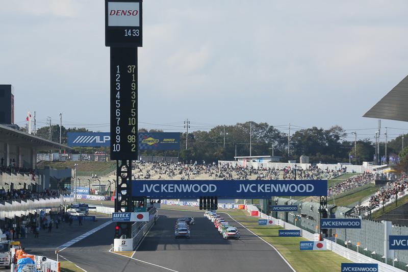 14時30分にレース1がスタートした