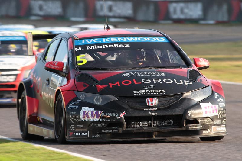 3位はノルベルト・ミケルズ(HondaシビックWTCC)。レース2はホンダは1-3フィニッシュ