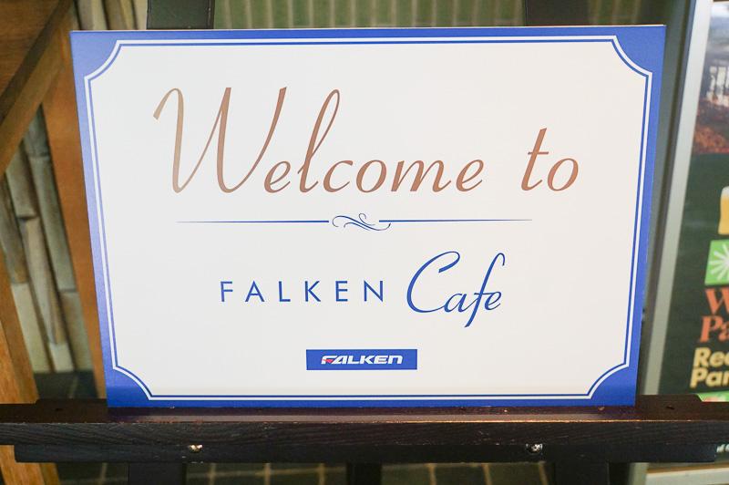 現在はウェルカムボードがFALKEN Cafe Aoyama仕様になっている