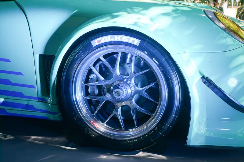 タイヤはもちろんファルケン