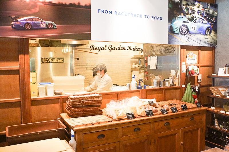 FALKEN Cafe Aoyamaにはインハウスのベーカリーもあり、パンも販売されていた