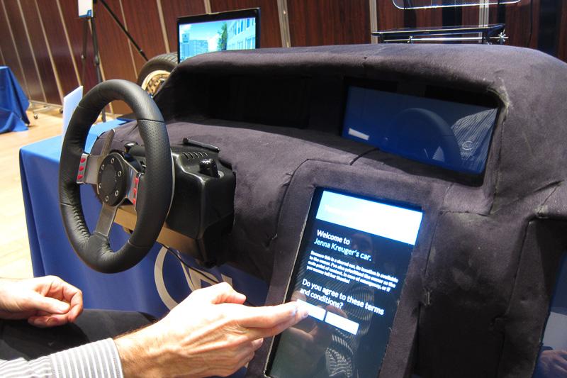 最初にドライバーの認証を行う。デモなので生体認証を行ったと仮定し、本人問い合わせ画面からスタート