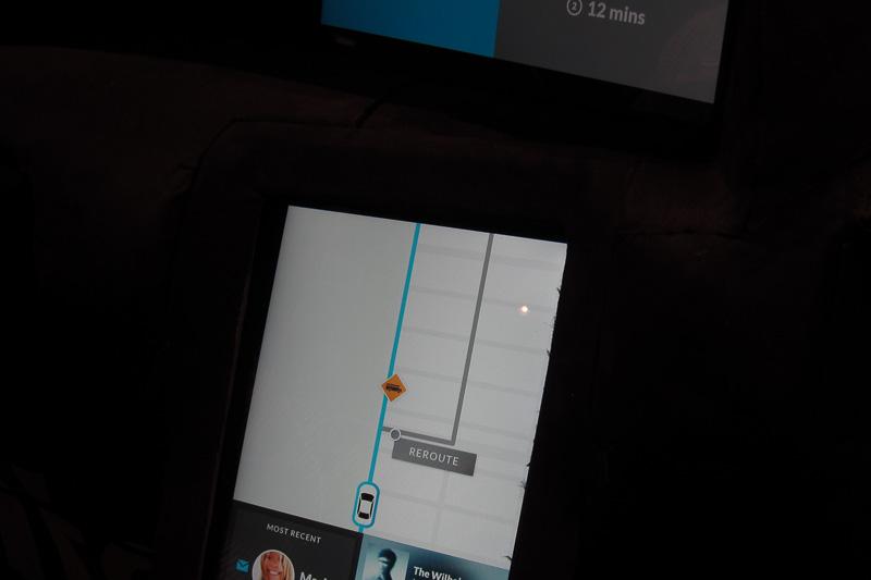 スクールバスが近づいたので、リルートするかの問い合わせ画面