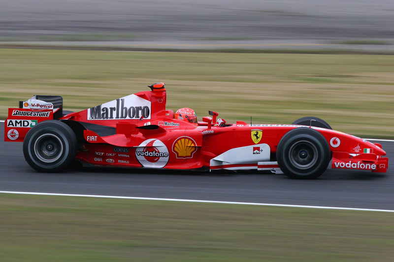 マールボロのロゴを付けたフェラーリ(2005年F1日本GPにて撮影)