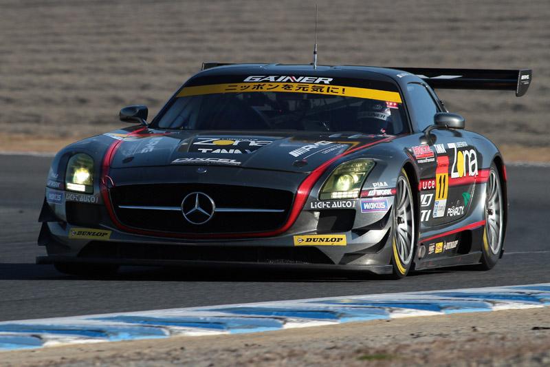 11号車 GAINER DIXCEL SLS(平中克幸/ビヨン・ビルドハイム)は決勝レース中1度も1位を譲らないパーフェクトウイン