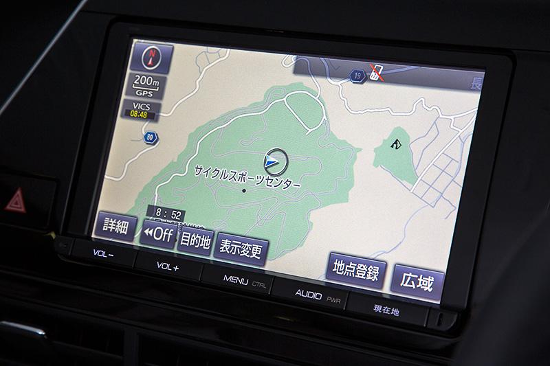 FCV専用の9インチT-Connectナビはディーラーオプション(31万3200円)。カーナビ画面で自車位置付近の水素ステーションの店舗情報などを確認できる