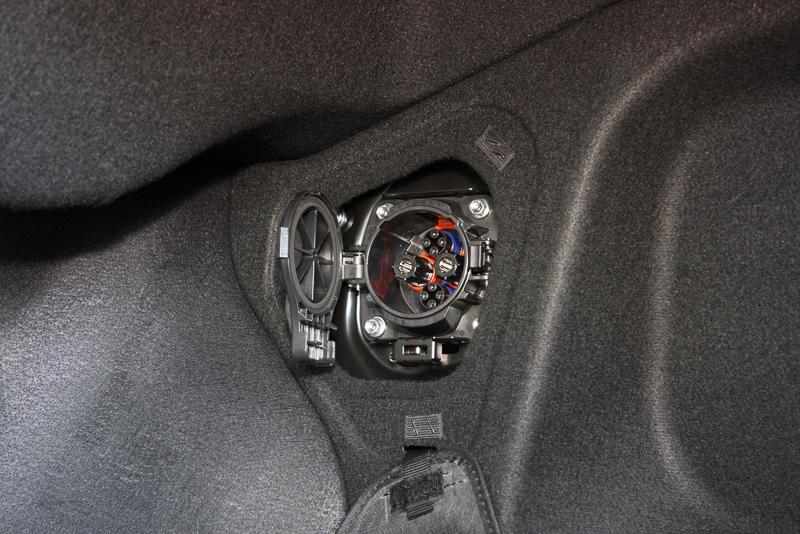 トランク内にCHAdeMO端子を設置。外部給電器と接続すれば発電した電気を緊急用電源として利用できる