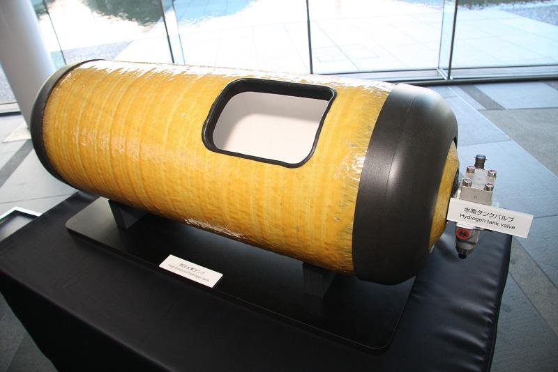 高圧水素タンクはトヨタが自社製造