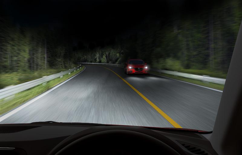 ハイビームの照射範囲をコントロールして夜間の視認性を高める「アダプティブ・LED・ヘッドライト(ALH)」を新採用