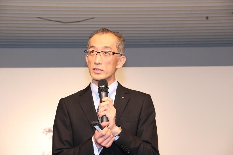 ジャガー・ランドローバー・ジャパン マーケティング・広報ディレクターの若林敬市氏が各モデルについて説明