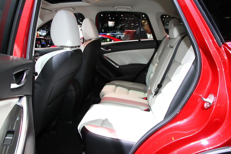 デザインが変わったことはもちろん、遮音性や乗り心地といったNVHの性能も向上。シートクッションは全席で変更され、リアシートの座面を延長することで快適性もアップしている
