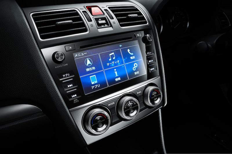 オプション設定のSDナビゲーション(CD/DVDプレーヤー&AM/FMチューナー、Bluetooth対応ハンズフリー機能、地デジTV対応ガラスアンテナ&チューナー)