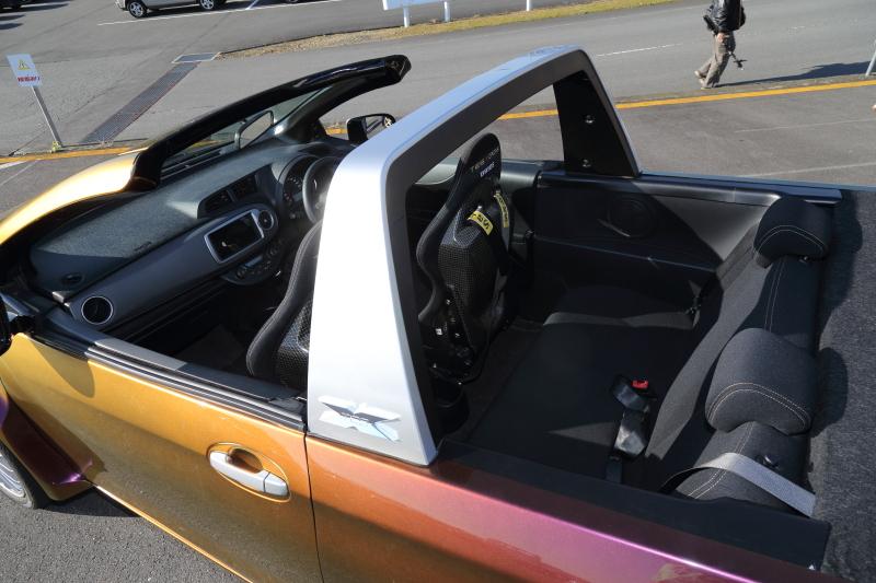 トヨタ技術会の新顔TES-CROSS(テスクロ)はスポーツカー級のハンドリングを持つクロスオーバーSUV。車重わずか992kgのボディを1リッターガソリンエンジン+スーパーチャージャーで駆動する4座オープンという魅力的な車だ