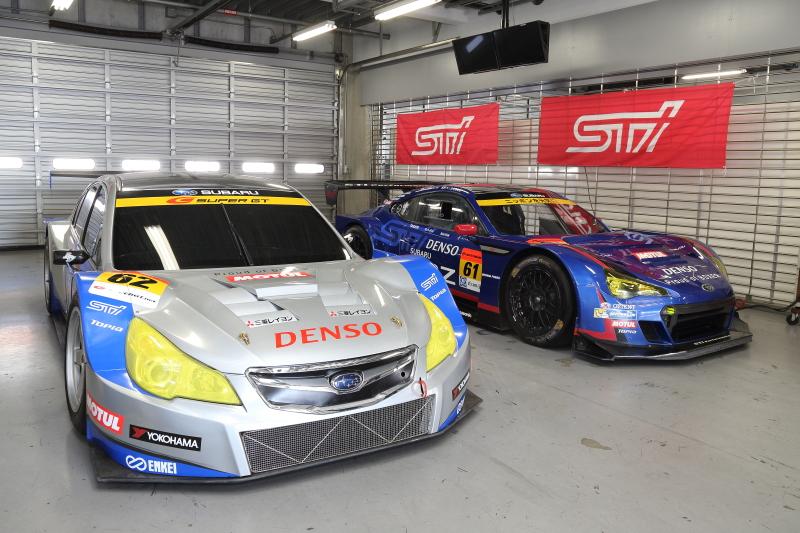 懐かしのレガシィB4 GT300(Show Car)と最新のBRZ GT300(2014年参戦マシン)