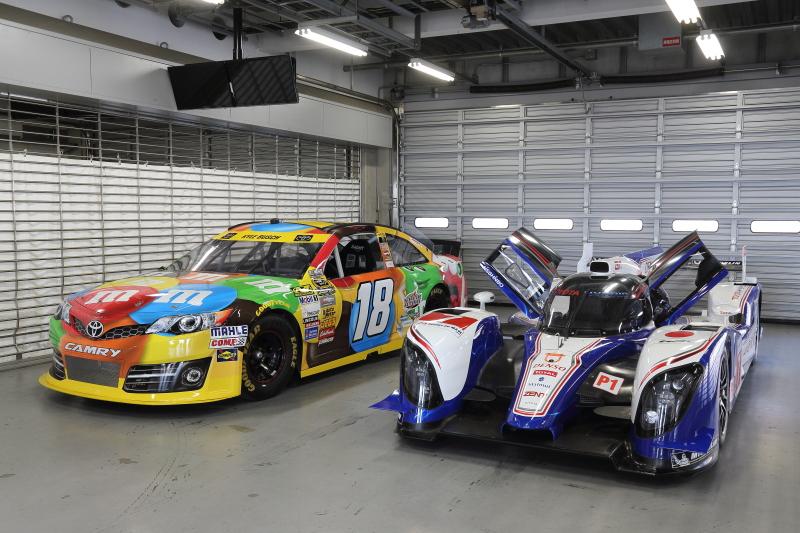NASCAR仕様のカムリ(Show Car)と2012年に3度の優勝を飾ったTS030ハイブリッド