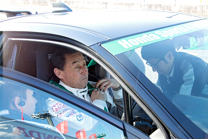 中嶋悟監督もドライバーに