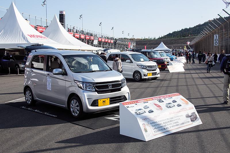 スーパースピードウェイのコース上にはホンダ各車を展示していたが、なかでも注目を集めていたのがS660コンセプト。こちらはモーターショーに展示されていたのと同じ車両とのこと