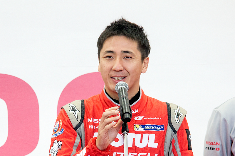 選手を代表してマイクを握った松田次生選手は「やっとタイトルが獲れました」と満面の笑みでスピーチ