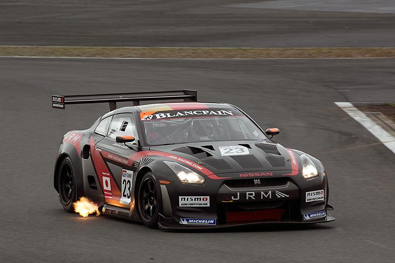 2011年のFIA GT1世界選手権参戦車両。ミハエル・クルム、ルーカス・ルアー組がドライバーズタイトルを獲得