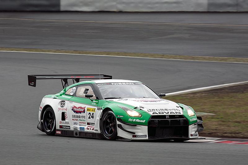 KONDO RACINGと日産自動車大学校のコラボにより2014年スーパー耐久シリーズST-Xクラスに参戦したスリーボンド 日産自動車大学校GT-R