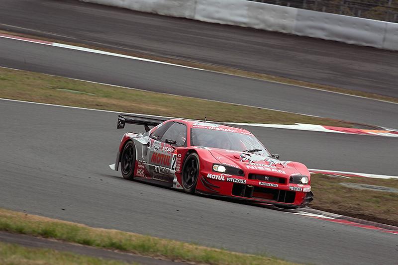 2003年のJGTCにニスモワークスとして参戦したMOTUL PITWORK GT-R