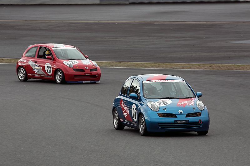 2002年デビューの3代目マーチを使って行われたワンメイクレース、マーチカップレース用モデルも走行