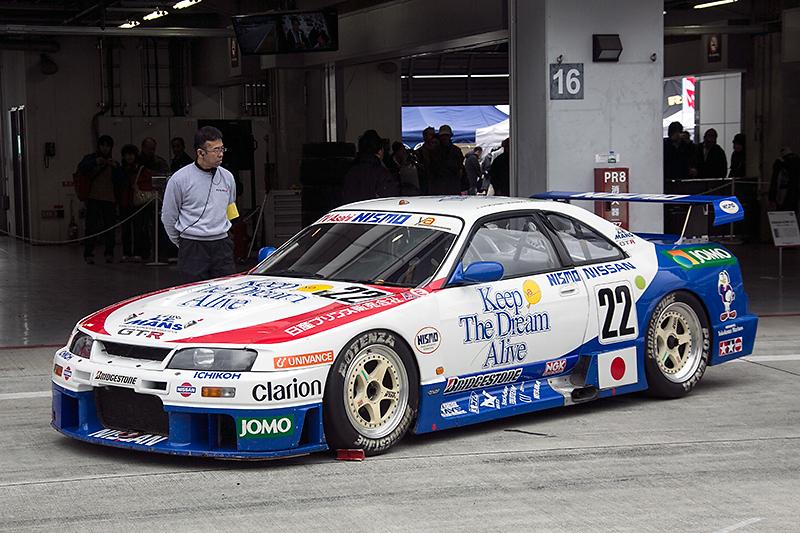 R33GT-RをベースとしたNISMO GT-R LM。1995年のル・マン24時間レースに参戦