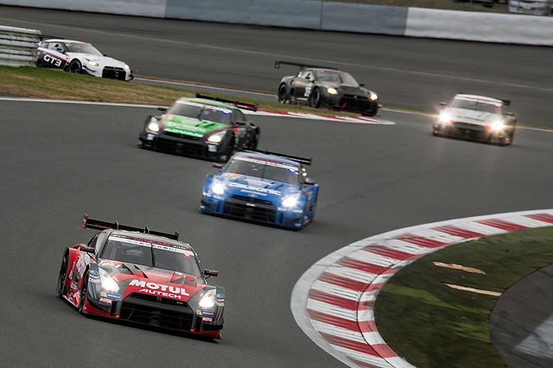 レース序盤は23号車が隊列を引っ張る
