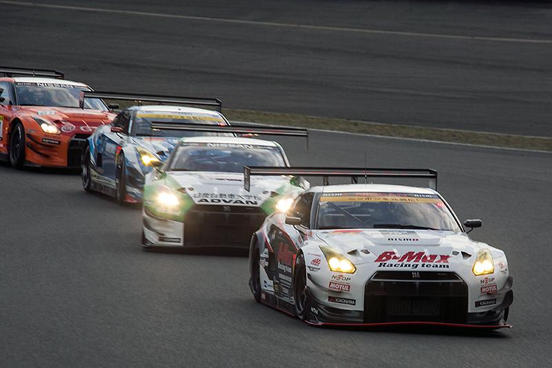 GT300クラスとスーパー耐久勢もいい勝負を繰り広げる