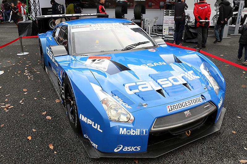 ブリヂストンブースでは2013年仕様のGT500車両を展示