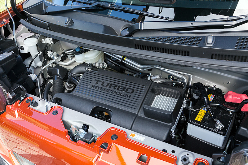最高出力47kW(64PS)/6400rpm、最大トルク92Nm(9.4kgm)/3200rpmを発生するターボエンジン