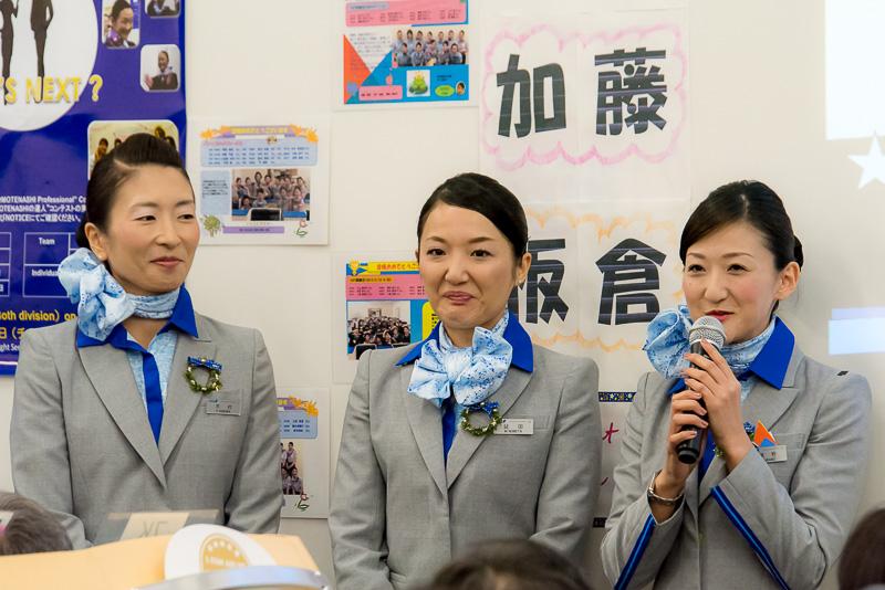 チーム「ピロリズム♪」、左から木村ふみCA、延田麻衣CA、浦野裕子CA