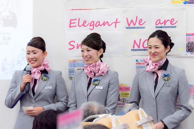 チーム「Elegant Smile」、左から板倉真由CA、加藤可菜子CA、川浪万恵CA