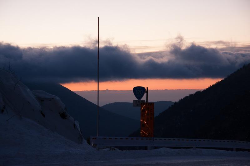 栃木県側に抜けると夜明けが近づいていた