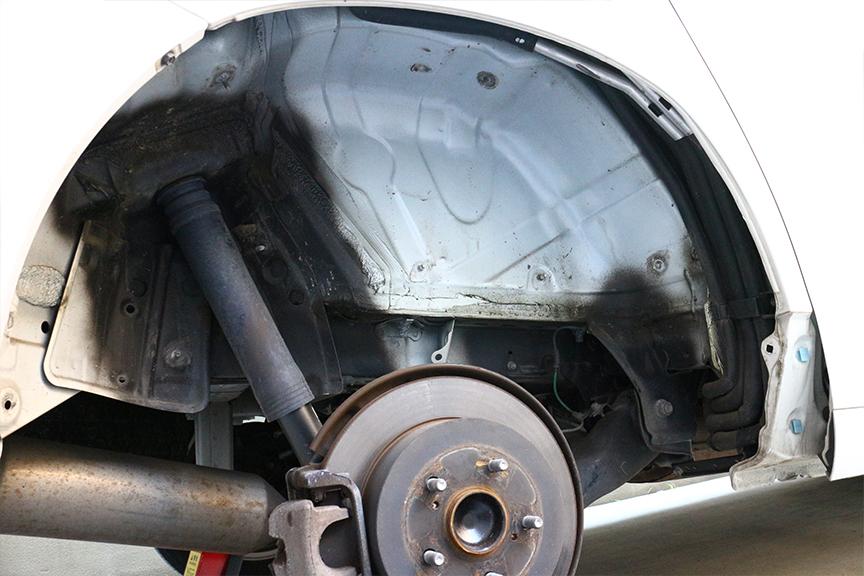 ボディーの鉄板も、リア側の汚れが目立つのはなぜだろう?