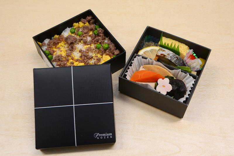 昼食は国内線プレミアムクラスで提供される「Premium GOZEN」と、めんたい風味が特徴の「空のめんべい」