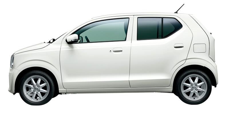 新型アルト。ボディーサイズは3395×1475×1475mm(全長×全幅×全高。15インチタイヤを装着するXの全高は1500mm)、ホイールベースは2460mm