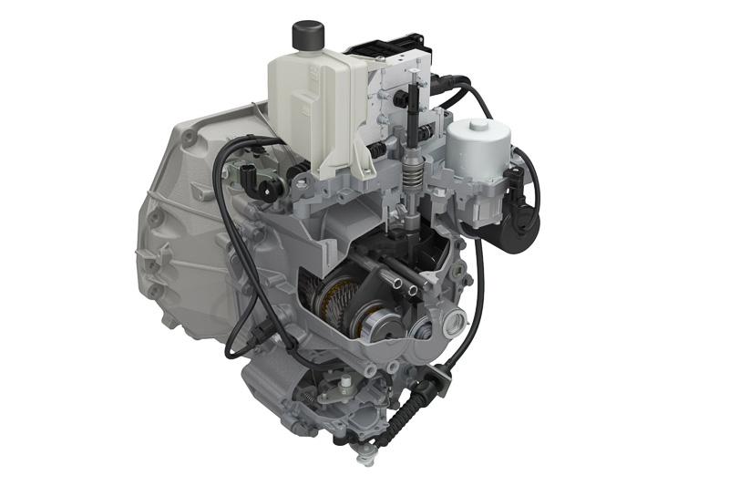 スズキの軽乗用車では初搭載となる5AGS。渋滞時や車庫入れなどで便利なクリープ機能も備えている