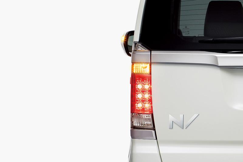 急制動時にハザードランプを高速点灯させる「エマージェンシーストップシグナル」は全車標準装備