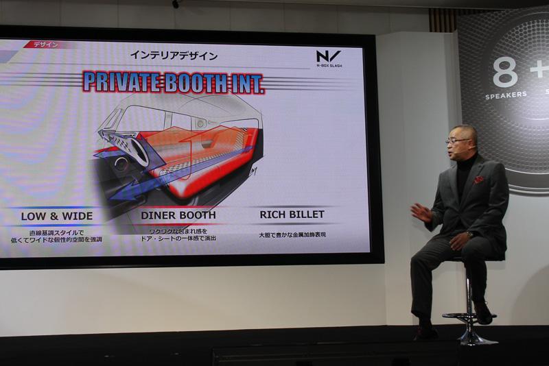 車内は個性的な外観に負けないワクワクする空間を目指した「PRIVATE BOOTH INT.」。ファブリックシートでブラックを基調とする「ストリートロッドスタイル」、ベージュとホワイトを基調とする「ブライトロッドスタイル」の2種類を用意するほか、上級グレードのX、X・ターボでは特別なカラーコンセプトに沿って合成皮革シートなどを採用する「インテリアカラーパッケージ」をオプション設定している
