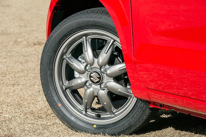 Xは15インチアルミホイールを標準装備。タイヤはブリヂストン「エコピア EP150」でサイズは165/55 R15。そのほかのグレードは145/80 R13