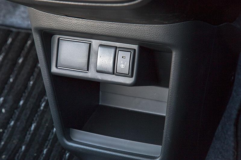 L、S、Xには運転席シートヒーターがつく。4WD車の場合、助手席シートヒーターも標準となる