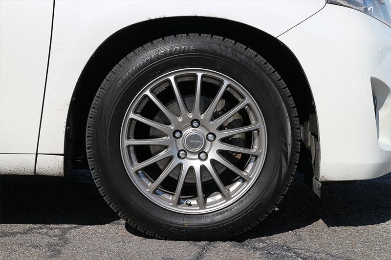 夏タイヤとしても完全完璧な性能と静粛性を発揮してくれるブリザック VRX。メーカーが「頂点」と豪語するのもうなずける