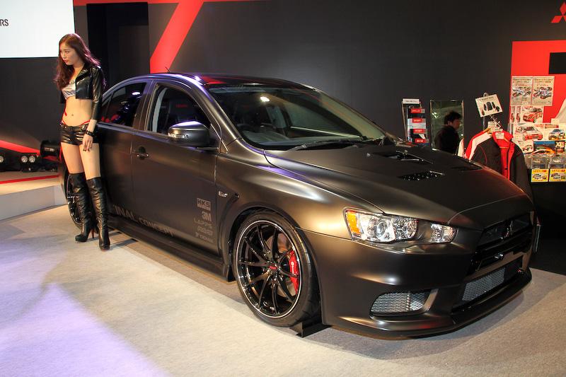 """三菱自動車「ランサーエボリューションX」の""""最終進化型ストリートモデル""""と位置づけられる「ランサーエボリューションX Final Concept」。HKS製のスポーツタービンや吸排気系パーツなどによって最高出力は480PSに高められている"""