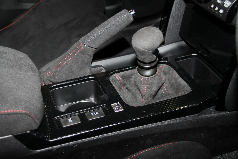 """マークX 350Sをベースに開発された「マークX""""GRMN""""」。「大人のスポーツFRセダン」をコンセプトに運動性能をブラッシュアップし、一般道からサーキット走行まで幅広く楽しめるモデルとして登場。V型6気筒DOHC 3.5リッターエンジンに6速MTを組み合わせる"""