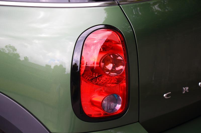 リアコンビネーションランプにもハイグロスブラックの加飾が施される