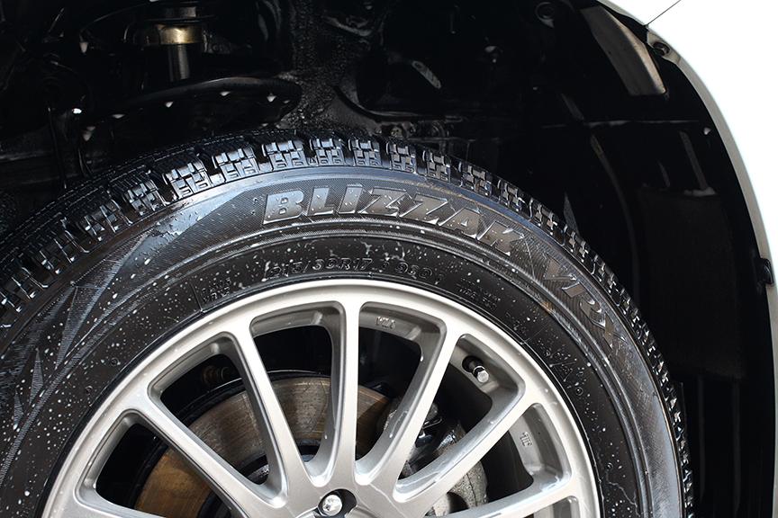 足まわりと下まわりも念入りに洗車。ついでに前後タイヤローテーションもしておこう