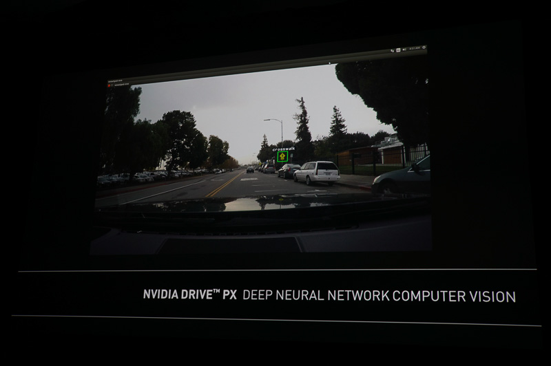 NVIDIAの記者会見で公開されたDRIVE PXを利用した物体認識の例。この場合は横断歩道があることをクルマが認識している